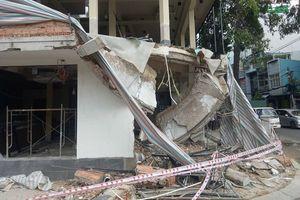 Sập ban công công trình ở Sài Gòn, 2 người nguy kịch