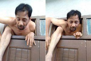Lén nhìn phụ nữ tắm bị bắt gặp, kẻ biến thái 'trần như nhộng' vội vàng tháo chạy qua cửa sổ