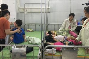 Hé lộ nguyên nhân 223 trẻ ngộ độc sau tiệc mừng ngày 20/11