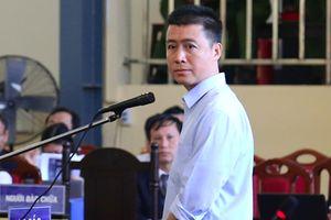 'Ông trùm' cờ bạc Phan Sào Nam khóc nghẹn khi nhắc đến vợ và 3 con nhỏ