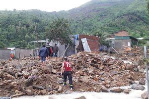 Đoàn giáo viên gặp nạn sạt lở đất ở Nha Trang, 5 người thương vong