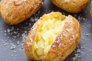Biết được những tác dụng này của khoai tây, bạn sẽ chạy ngay ra chợ mua vài ký về luộc ăn