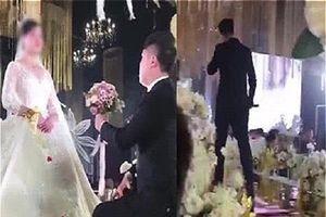 Đòi thêm tiền sính lễ không được, cô dâu 'trơ như khúc gỗ' trong hôn lễ, chú rể tức giận ném hoa bỏ đi