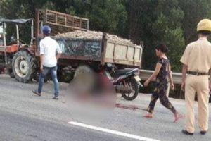 Xe mô tô tông máy cày trên QL1, hai bố con tử vong