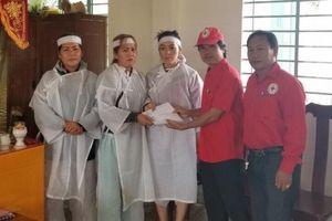 Hội Chữ thập đỏ Việt Nam cứu trợ các gia đình bị thiệt hại do mưa lũ tại Khánh Hòa