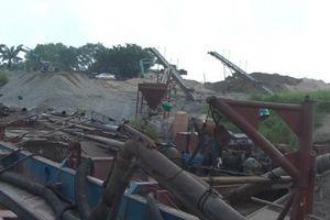 Hưng Yên: Bắt quả tang 2 tàu khai thác cát trái phép trên sông Hồng