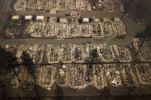 Cảnh tượng hoang tàn ghê rợn tại hiện trường cháy rừng California (Mỹ)