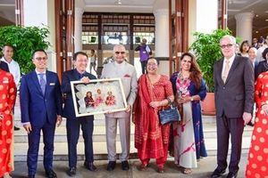 Tổng thống Ấn Độ nhận món quà ý nghĩa từ Furama Resort Đà Nẵng