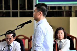 Phan Sào Nam nghẹn ngào khi luật sư hỏi 'vợ con bị cáo đang ở đâu?'