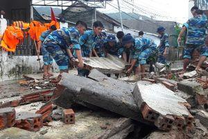 Bão chồng bão uy hiếp Nam Trung Bộ, số người chết do mưa lũ tiếp tục tăng