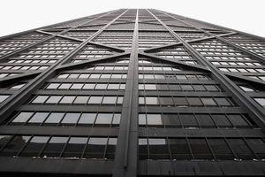 Đứt cáp thang máy, 6 người lao như tên bắn 80 tầng