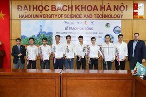 Công ty TNHH Điện lực AES-TKV Mông Dương tài trợ 'Học bổng Năng lượng Tương lai AES-VCM' cho sinh viên xuất sắc