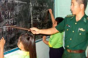 Bộ đội biên phòng dạy chữ nơi xóm trọ