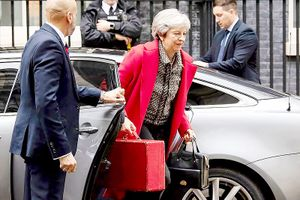Cuộc đua marathon khốc liệt của Thủ tướng Anh
