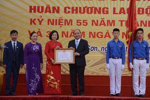 Thủ tướng Nguyễn Xuân Phúc thăm lại trường xưa nhân Ngày Nhà giáo Việt Nam 20/11