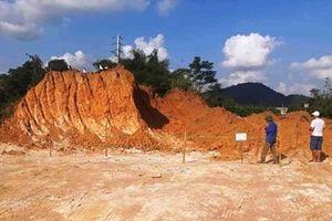 Hà Tĩnh: Cải tạo vườn phát hiện la liệt... bom, mìn, lựu đạn