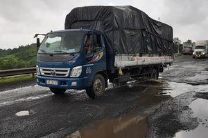 Liên tiếp bị tai nạn vì quốc lộ như ruộng cày