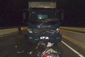 Hai cô gái chạy ngược chiều tử vong tại chỗ sau cú va chạm với xe tải