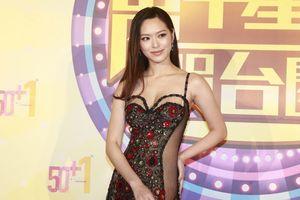 Hoa hậu Hồng Kông diện trang phục xuyên thấu dự thảm đỏ TVB