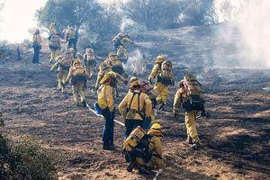 Sắp mưa bão sau cháy rừng ở California, lo thảm họa mới