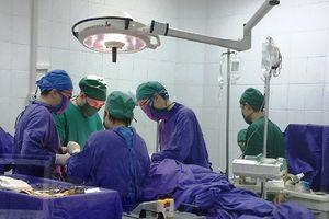 Cứu sống 2 nạn nhân bị dao đâm thấu ngực