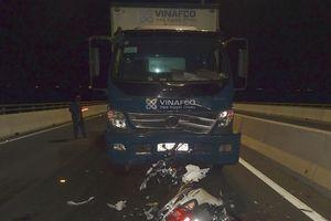 Đồng Tháp: Đi ngược chiều trên cầu, hai cô gái trẻ bị xe tải tông tử vong