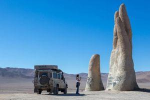 Bức tượng bàn tay khổng lồ thu hút khách ở Chile