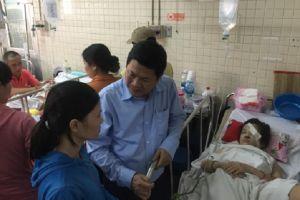 Phó chủ tịch UBND TP.HCM thăm các học sinh bị nạn trong vụ sập giàn giáo
