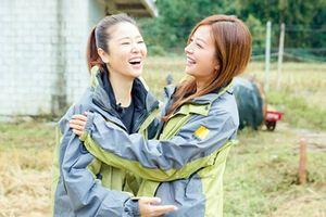 Triệu Vy - Lâm Tâm Như khoe nhan sắc trẻ trung, ôm nhau thắm thiết ngày hội ngộ
