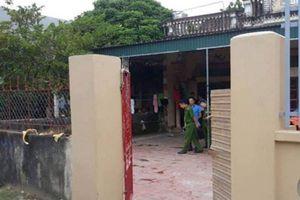 Vừa mở cổng, nam thanh niên bị nhóm côn đồ truy sát đến tử vong