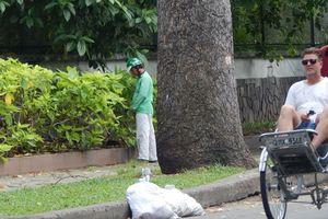 Nhức mắt với hình ảnh tiểu bậy giữa Sài Gòn