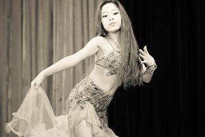Mừng 20/11 - Vũ nữ 9 tuổi 'tung' ảnh múa khoe thân hình và thần thái đẹp không phải dạng vừa 'đốt tim' người xem