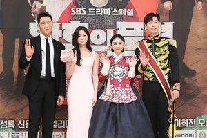 Họp báo 'The Last Empress': Choi Jin Hyuk băng vết thương trên trán, Jang Nara trẻ đẹp áp đảo Lee Elijah