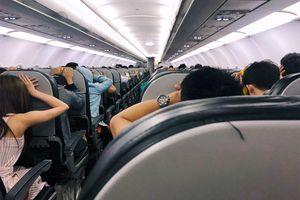 CLIP: Máy bay Vietjet gặp sự cố khiến hàng trăm hành khách hoảng loạn, la hét