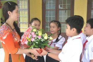 'Nhiều giáo viên hụt hẫng và tủi thân vì trường không tổ chức ngày 20/11'