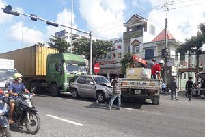 Đà Nẵng: Tai nạn liên hoàn khiến 3 xe dính chùm, đường Trường Chinh ùn tắc