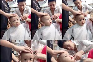 Đến cắt tóc thôi mà cậu bé cũng đã làm cho cả thế 'hoang mang'