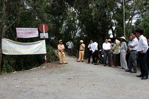 Tiền Giang: Người dân tiếp tục căng băng rôn, dựng lều phản đối trại gà gây ô nhiễm
