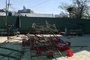 Sập giàn giáo trong tường tiểu học ngày 20/11, 25 học sinh bị thương
