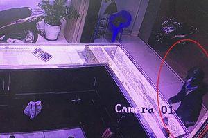 Vụ cướp tiệm vàng táo tợn ở Quảng Nam: Trong 2 giây, hung thủ lấy đi 5 cây vàng