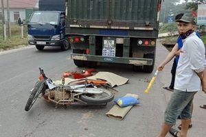 Xe máy đâm đuôi xe đầu kéo, 1 người chết, 1 người bị thương