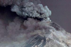 Núi lửa phun trào, hàng ngàn người Guatemala phải sơ tán