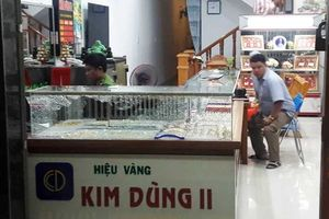 Cướp tiệm vàng ở Quảng Nam: Vật chứng kẻ cướp bịt mặt để ở hiện trường
