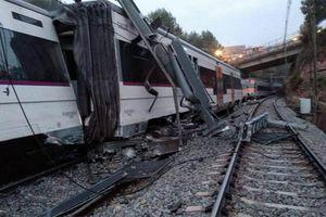Tàu hỏa trật bánh ở Barcelona, 45 người thương vong