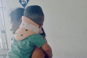 Em bé 17 tháng tuổi bị bố ruột thả từ tầng 2 xuống đất nhập viện trong tình trạng hoảng loạn, liên tục khóc thét