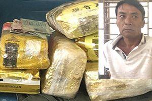 Bắt đối tượng vận chuyển 6kg ma túy đá