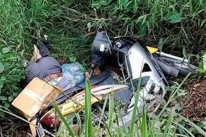 Người đàn ông tử vong cạnh chiếc xe máy bên vệ đường