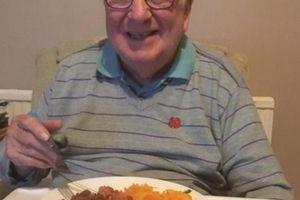 Chỉ chia sẻ những bữa ăn của mình, cụ ông bất ngờ nổi tiếng