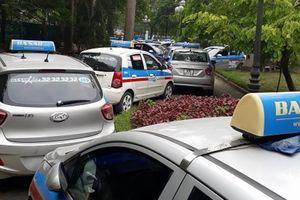 Hà Nội sẽ phân vùng, 'mặc đồng phục' cho gần 20.000 taxi?