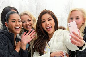 Dàn người đẹp Hoa hậu Siêu quốc gia 2018 khoe sắc giữa tuyết trắng